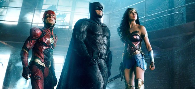 JUSTICE LEAGUE (2017) EZRA MILLER as The Flash, BEN AFFLECK as Batman and GAL GADOT as Wonder Woman Credit: Warner Bros. Pictures/© DC Comics